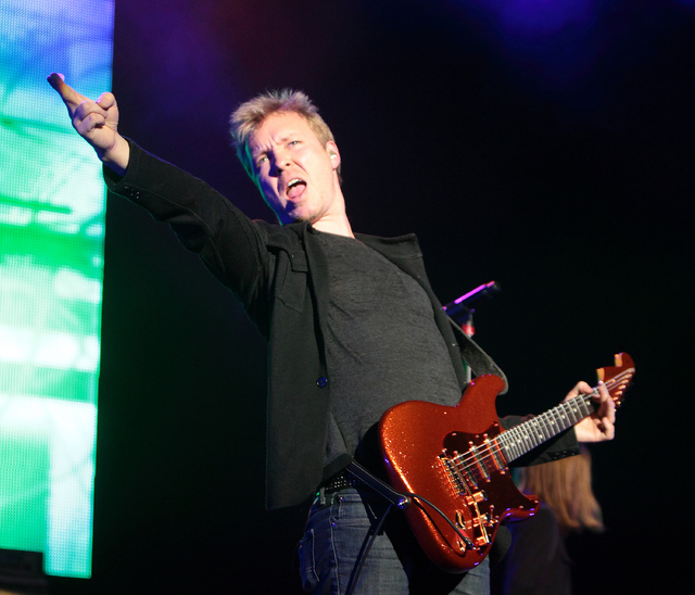 Audience gets best of blues-rock concert with Jonny Lang and Kenny Wayne Shepherd Band
