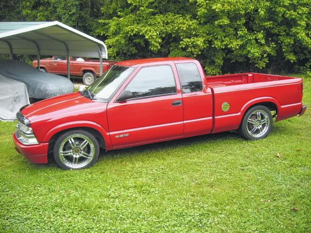 Motorhead: 1999 Chevrolet S-10 Pickup Lowrider
