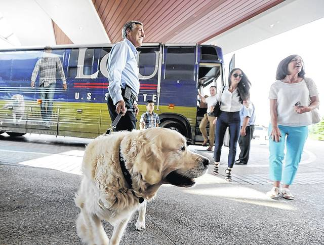 'Red, White & Lou' campaign bus tour stops at Mohegan Sun Pocono