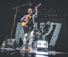 Mike Mizwinski, while finding success in Nashville, returns home for special holiday show